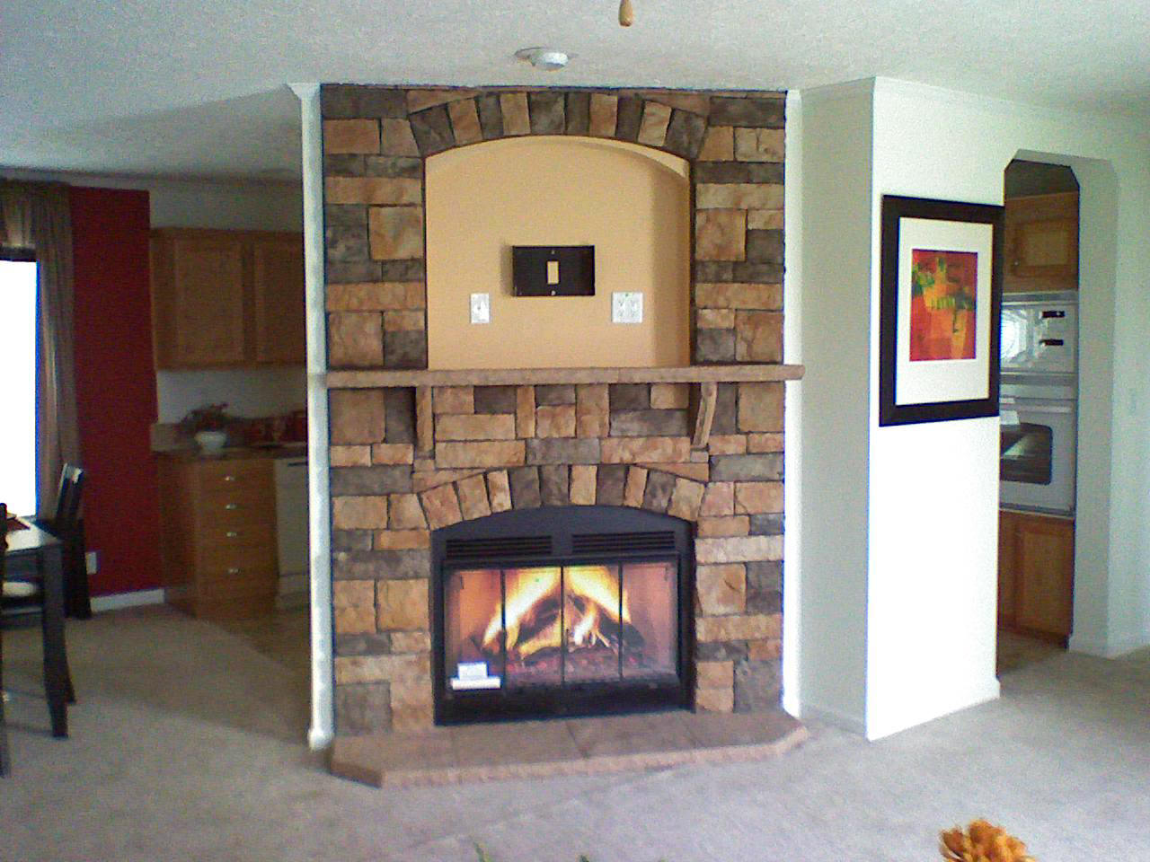 Sierra Fieldstone W / UPPER TV SURR. STONE MANTLE, FLAT